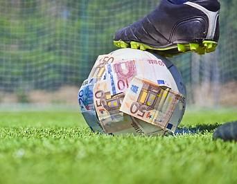 Fußball mit Geldscheinen