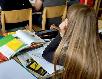 Schülerin in einer AHS