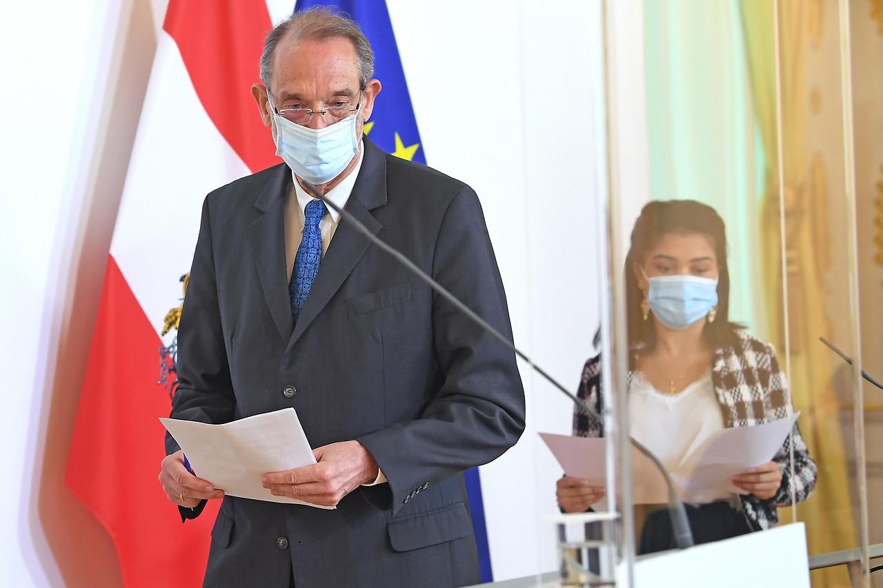 Bildungsminister Heinz Faßmann (ÖVP) und Bundesschulsprecherin Jennifer Uzodike
