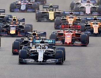 Formel 1 Autos beim Rennen