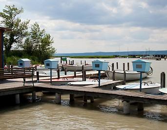 Festgetäute Boote am Neusiedler See