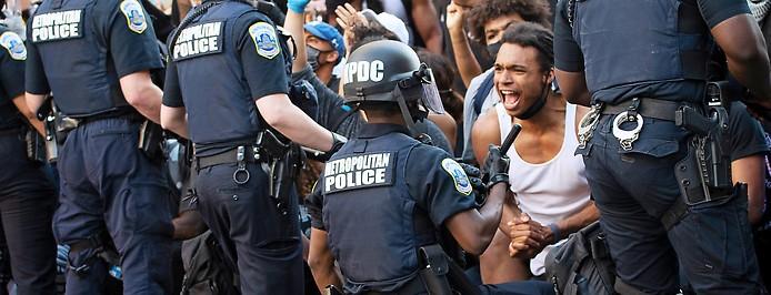 Polizisten und Demonstranten in Washington