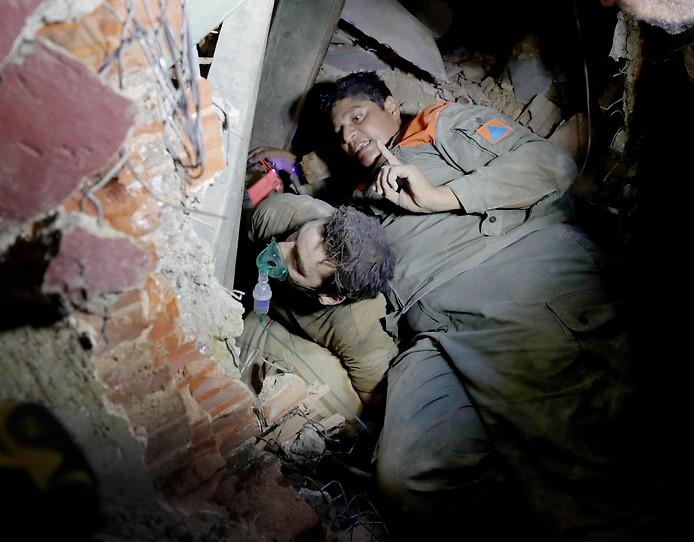 Libanesische Soldaten suchen nach Überlebenden