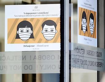 Hinweisschilder zum MNS in Prag