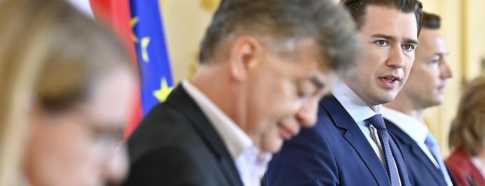 Vizekanzler Werner Kogler (Grüne) und Bundeskanzler Sebastian Kurz (ÖVP) während einer Pressekonferenz
