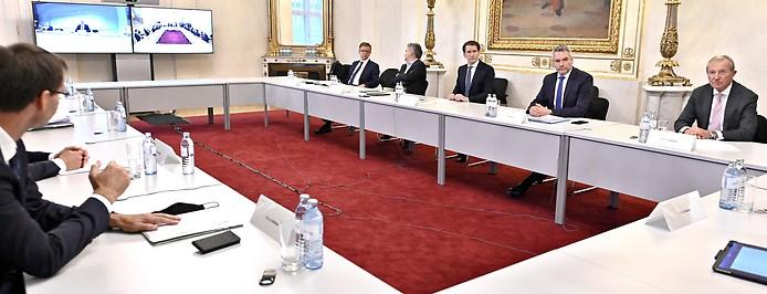 Gesundheitsminister Anschober, Vizekanzler Kogler (Grüne), Bundeskanzler Kurz, Innenminister Nehammer und Salzburgs Landeshauptmann Haslauer (ÖVP)