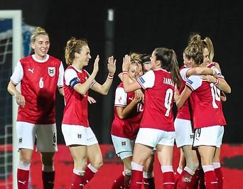 Jubelnde ÖFB Spielerinnen nach dem Match gegen Frankreich.