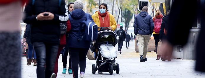 Menschen auf der Straße in Wien