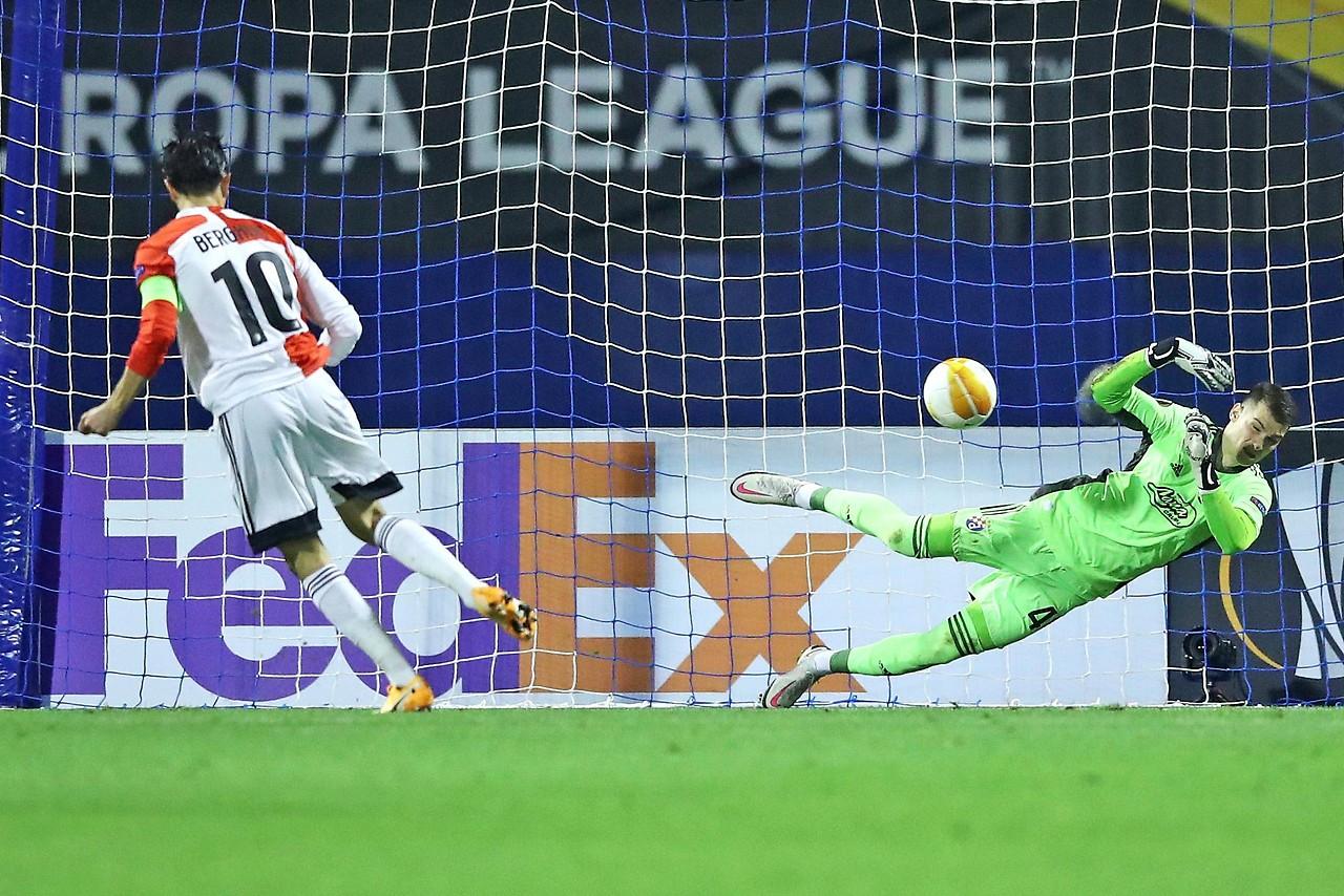 Steven Berghuis (Feyenoord) missed his penalty against Dinamo Zagreb