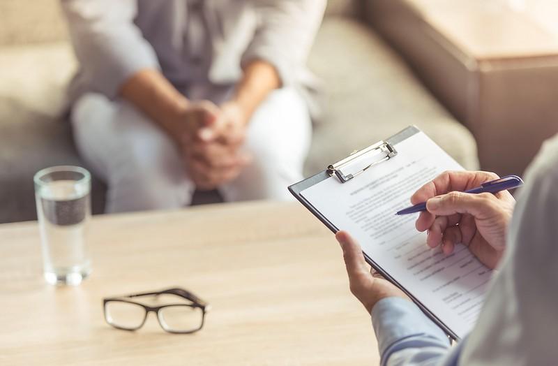 Klient und Therapeut sind zu sehen