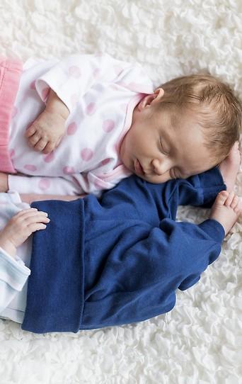 Schlafende Neugeborene