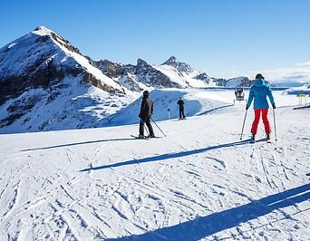 Skifahrer im Skigebiet