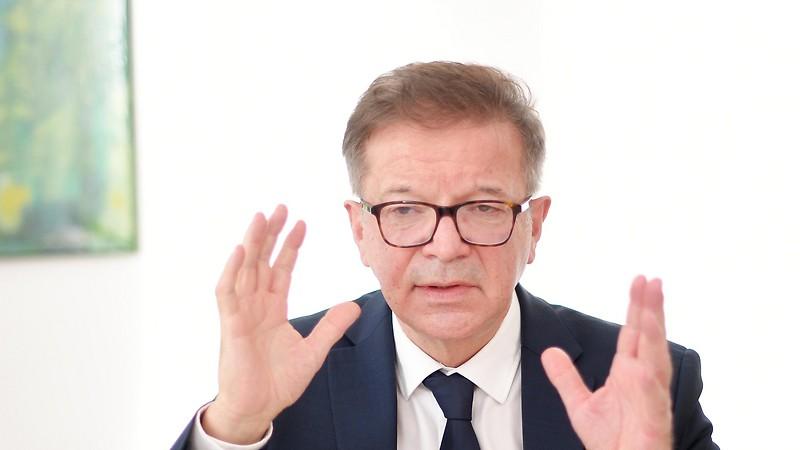 Auf dem Bild sieht man Gesundheits-Minister Rudolf Anschober.