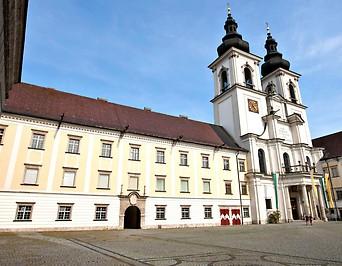 Außenansicht der Stiftskirche Kremsmünster