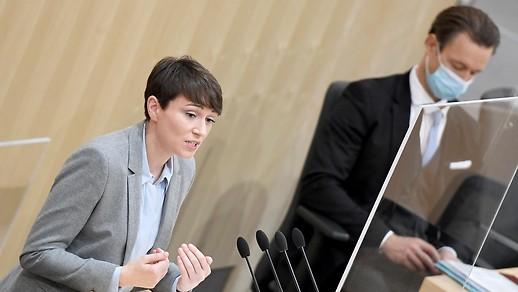 Grünen-Klubchefin Sigrid Maurer und Finanzminister Gernot Blümel (ÖVP)