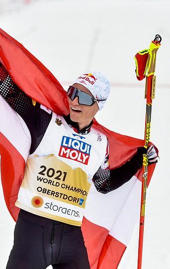 Jubel von Johannes Lamparter (AUT) mit Flagge