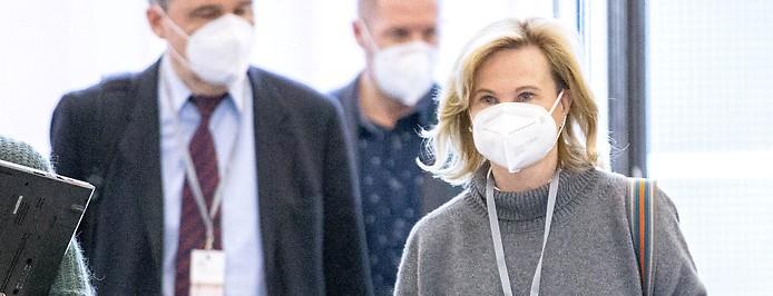 Auskunftsperson Gabriela Spiegelfeld bei ihrer Ankunft beim Ibiza Untersuchungsausschuss