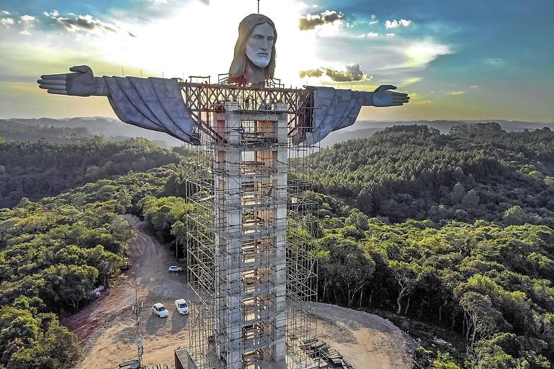 Estátua de Cristo em construção no Incantado (Brasil)