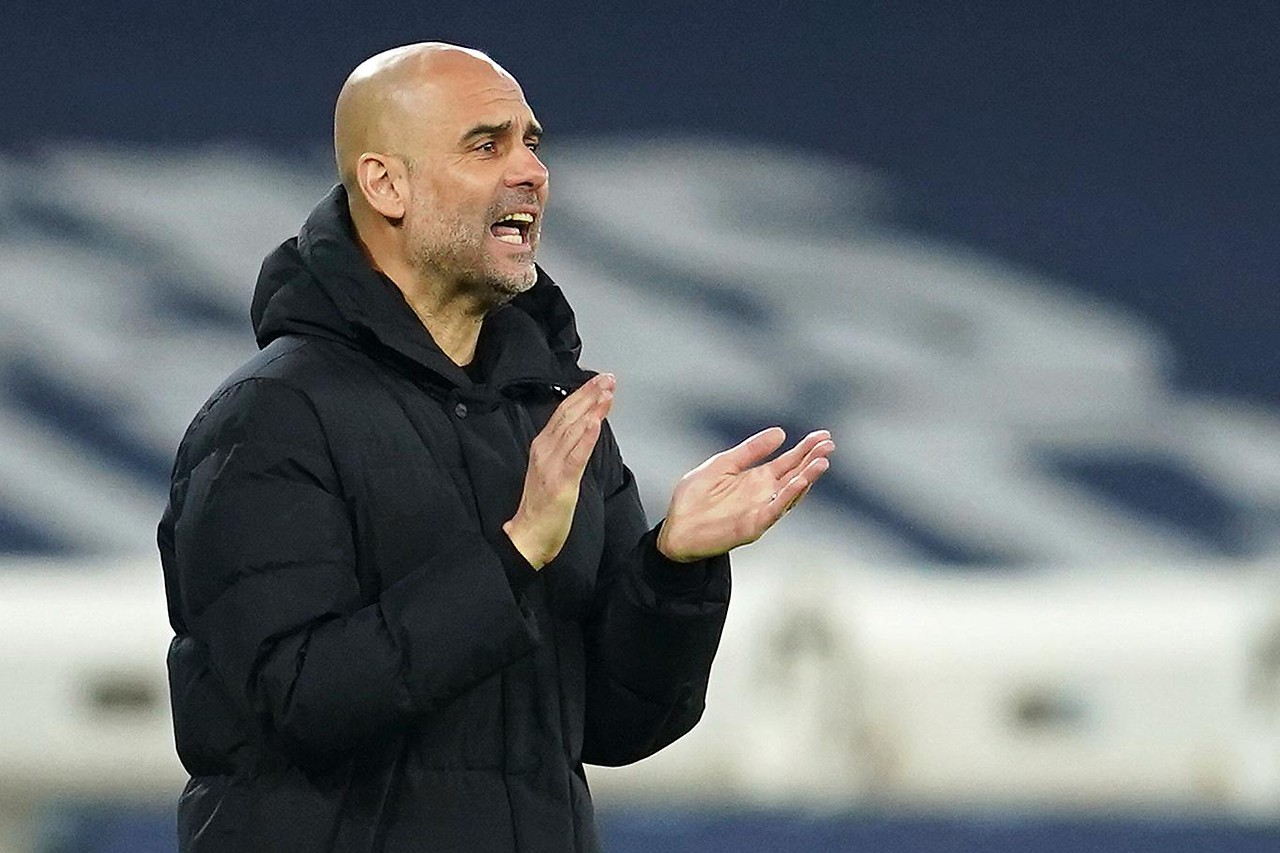 Manchester City manager Pep Guardiola screams and claps his hands