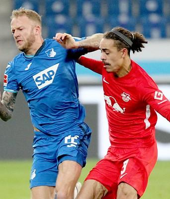 Kevin Vogt (Hoffenheim) und Yussuf Poulsen (Leipzig)