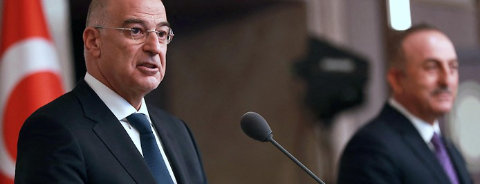 Türkischer Außenminister Mevlut Cavusoglu und griechischer Außenminister Nikos Dendias