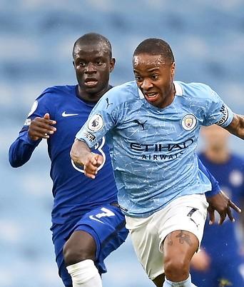 Raheem Sterling (Manchester City) und N'Golo Kante (Chelsea)