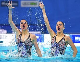Die österreichischen Synchronschwimmerinnen Anna Maria und Eirini Alexandri
