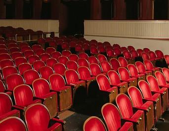 Stühle im leeren Burgtheater