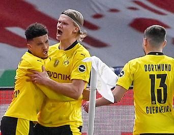 Jubelnde Dortmund Spieler.