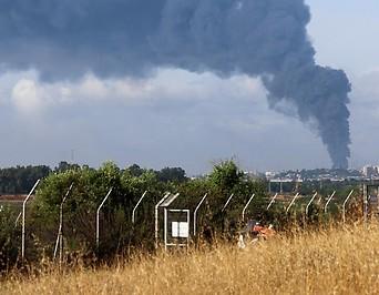 Rauchsäule über Gaza nach Raketenangriff