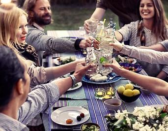Gästen beinem Sommerfest