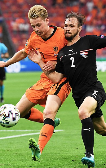 Frenkie de Jong (NED) gegen Andreas Ulmer (AUT)