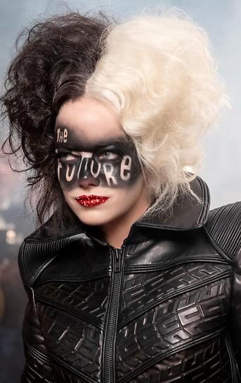 "Emma Stone im Film ""Cruella"""