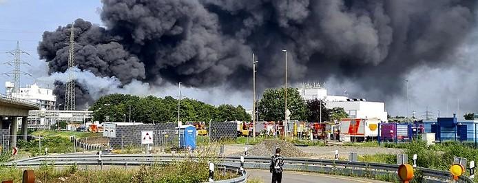 Rauchwolke über Leverkusen