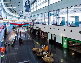 Ankunftshalle im Flughafen Wien