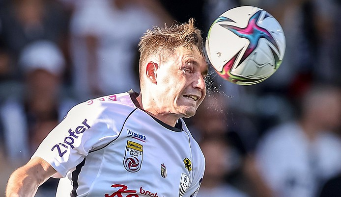 Bild zeigt LASK Spieler Florian Flecker in Action.