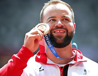 Lukas Weisshaidinger (AUT) mit der Bronzemedaille