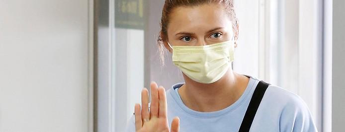 Olympiaathletin Kristina Timanowskaja am Flughafen in Tokio