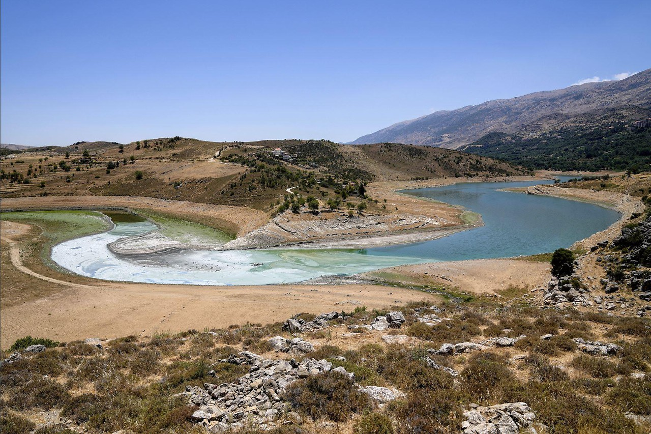 Ausgetrockneter und verschmutzer  Litani Rver im Libanon