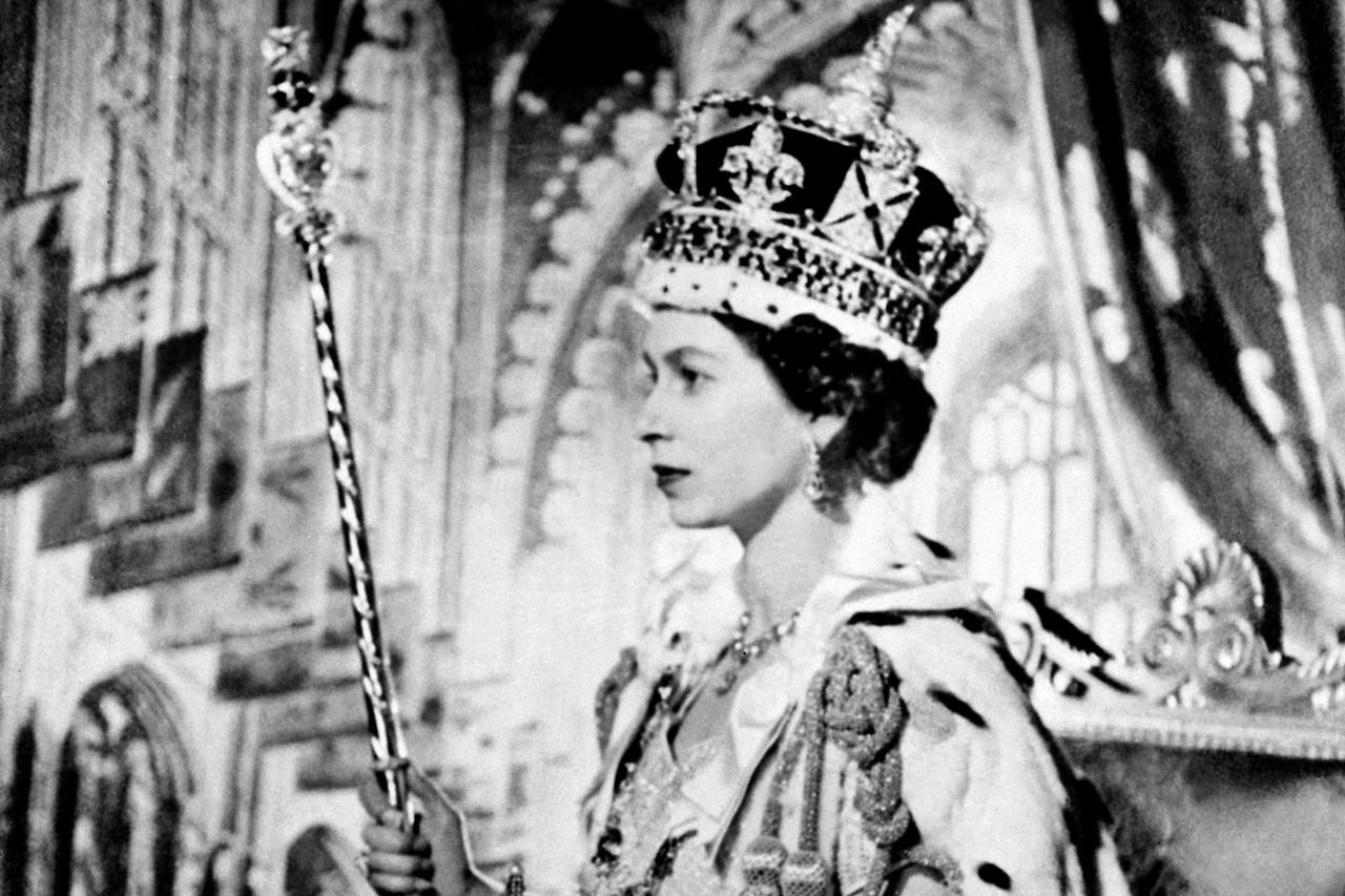 La reina Isabel en la coronación en 1953