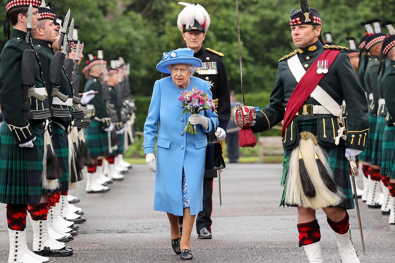La reina Isabel y su guardaespaldas