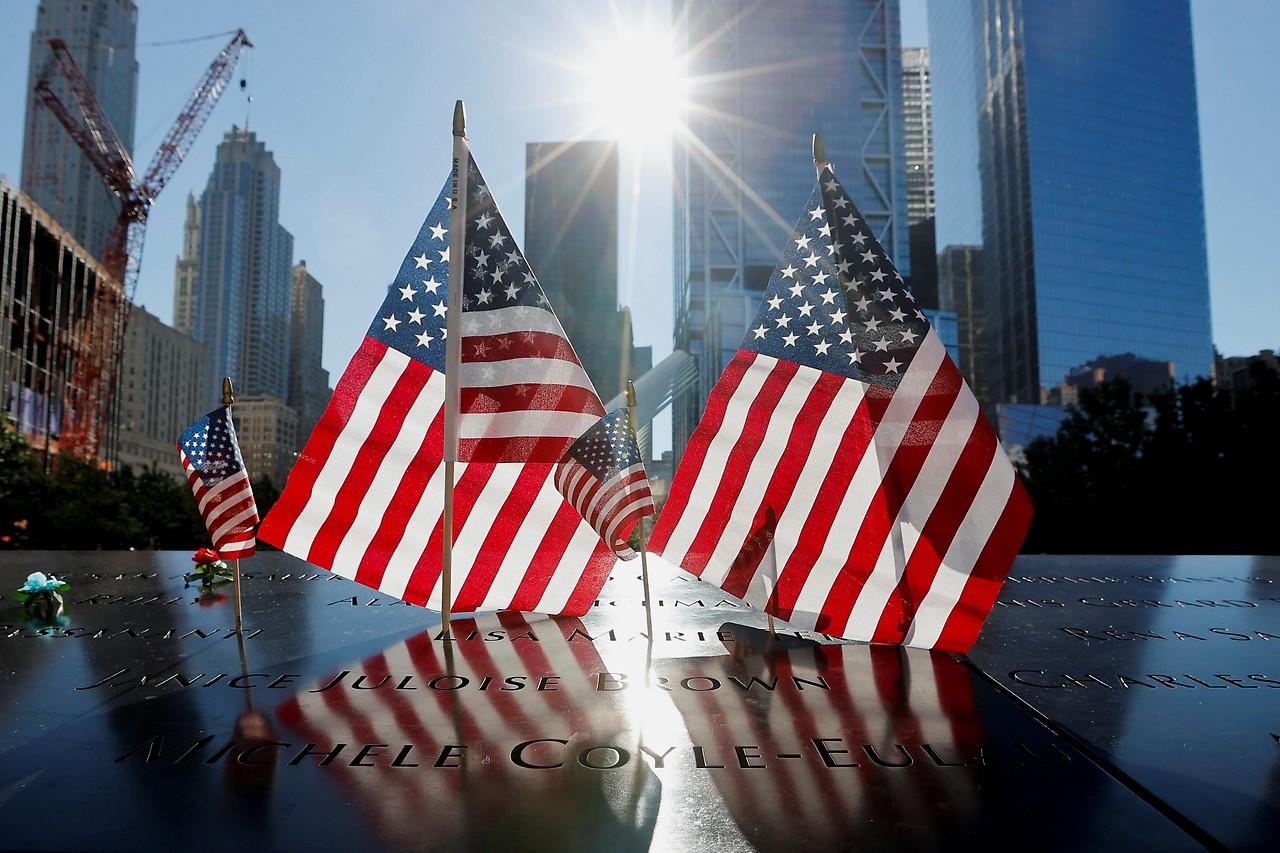 US-Flaggen am 9/11-Denkmal in Manhattan
