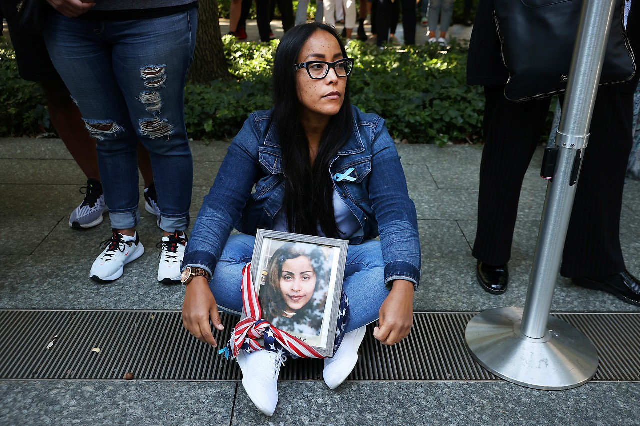 Eine Angehörige von Jennie Nicole Gonzalez bei den Feierlichkeiten zum 9/11-Gedenken