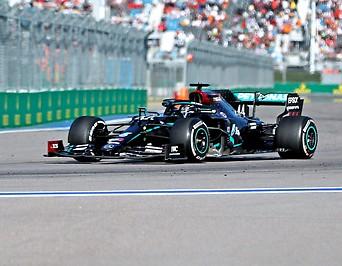 Lewis Hamilton im Mercedes auf der Rennstrecke von Sotschi