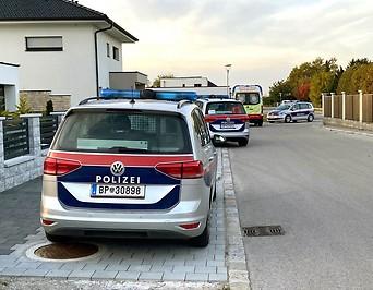 Polizeiautos am Tatort in Deutsch-Brodersdorf